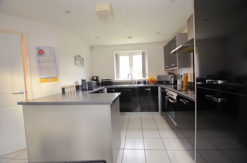 3 bed house for sale in Old College Avenue 11