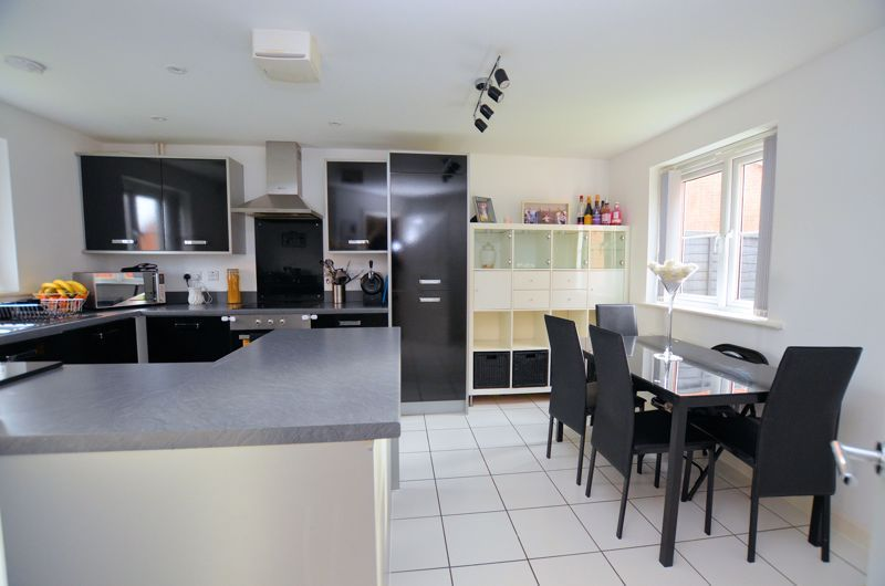 3 bed house for sale in Old College Avenue 3