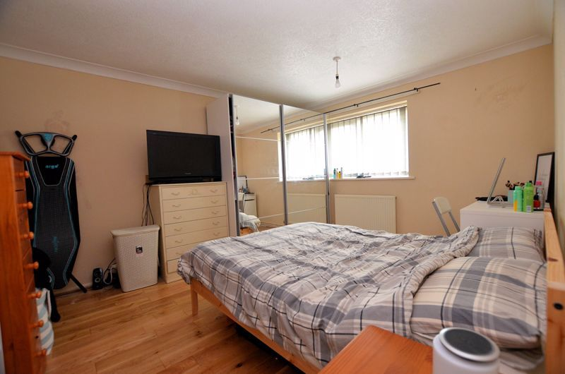 1 bed flat for sale in Malpas Drive 5