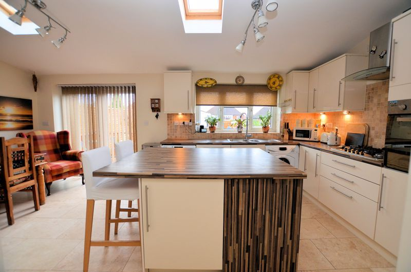 3 bed house for sale in Bent Avenue 9