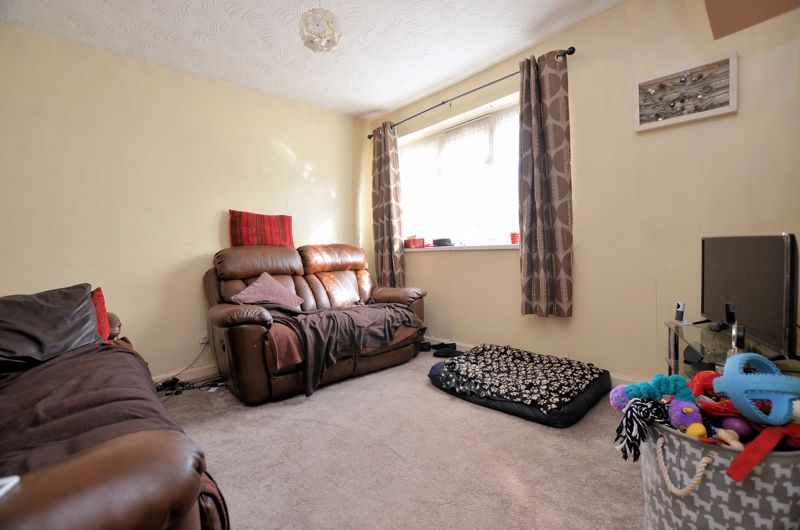 2 bed flat for sale in Lee Gardens 2