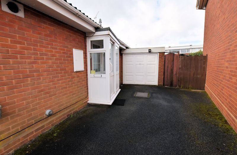 2 bed bungalow for sale in Lilac Way  - Property Image 13