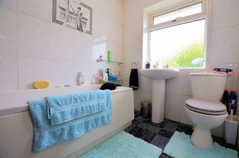 3 bed house for sale in Hales Crescent 7