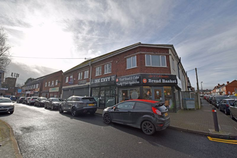 2 bed flat to rent in Long Lane - Property Image 1