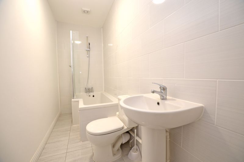 2 bed flat to rent in Long Lane  - Property Image 6