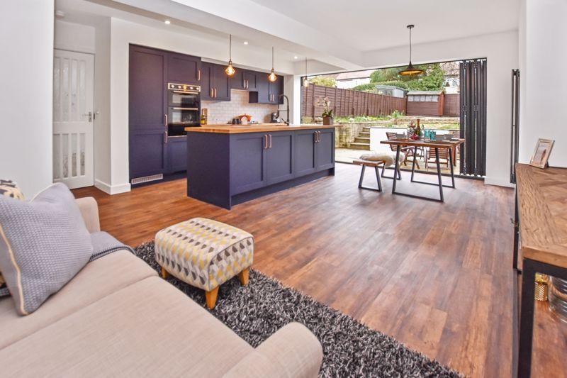 3 bed house for sale in Weymoor Road 1
