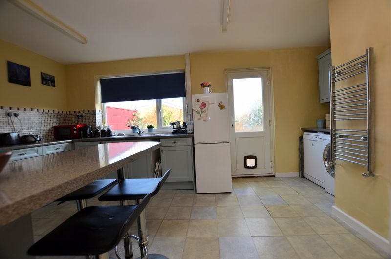 3 bed house for sale in Edmonds Road 9