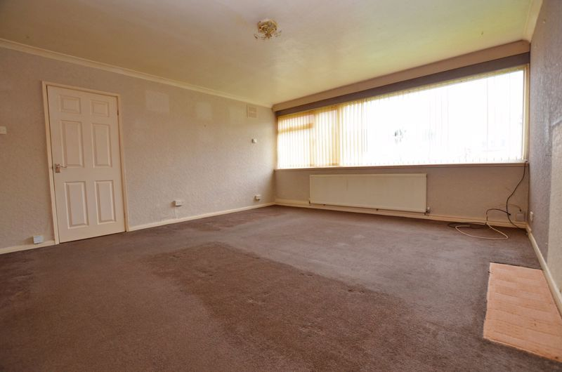 2 bed flat for sale in Hurst Green Road 2