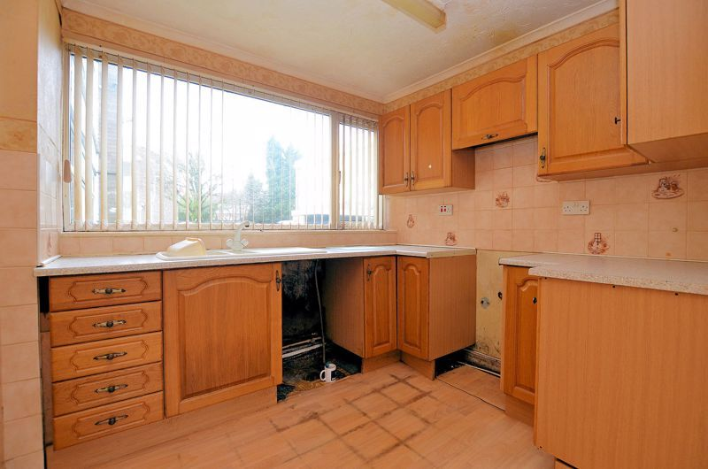 2 bed flat for sale in Hurst Green Road 3
