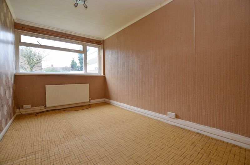 2 bed flat for sale in Hurst Green Road 6