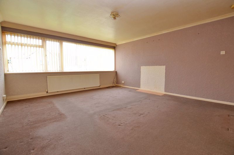 2 bed flat for sale in Hurst Green Road 8