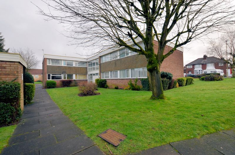 2 bed flat for sale in Hurst Green Road  - Property Image 9
