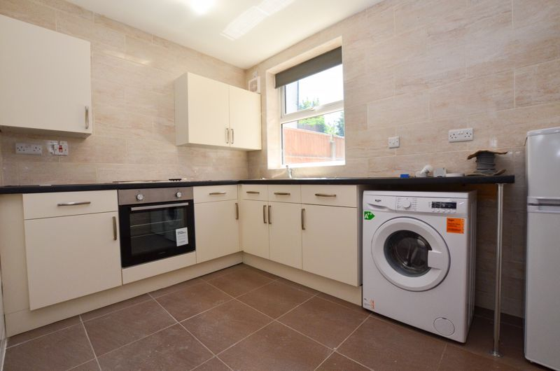 1 bed flat to rent in Three Shires Oak Road 1