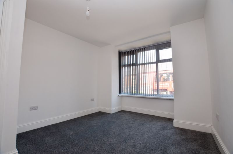 1 bed flat to rent in Three Shires Oak Road 2