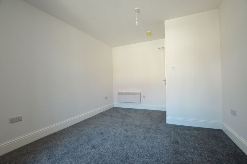 1 bed flat to rent in Three Shires Oak Road 4