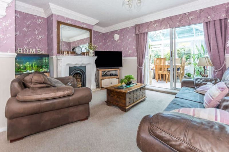 4 bed house to rent in Cornwall Avenue 3