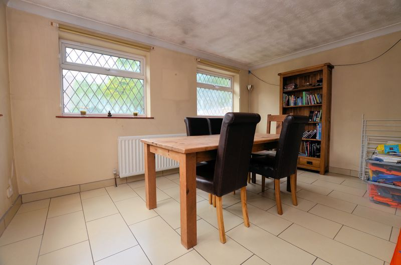 4 bed house for sale in Minton Road  - Property Image 3