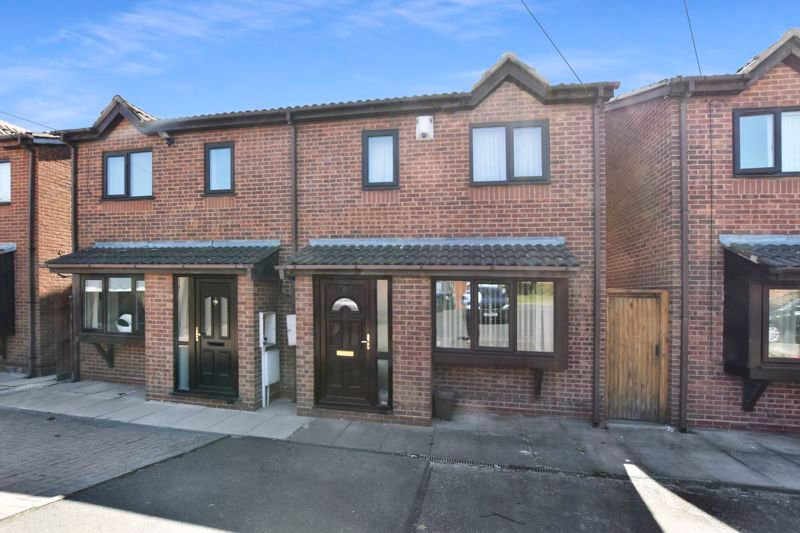 3 bed house for sale in Crocketts Lane, B66