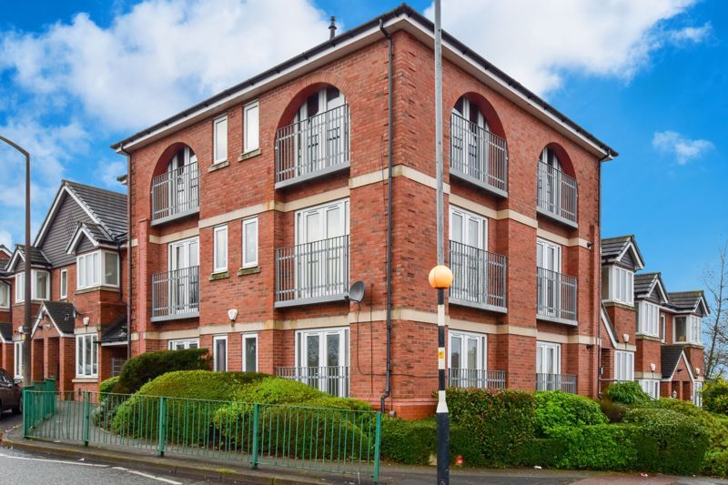 2 bed flat for sale in Bristnall Hall Road, B68