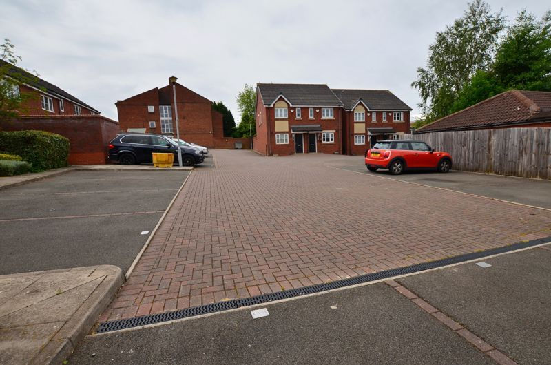 2 bed flat for sale in Bristnall Hall Road 4