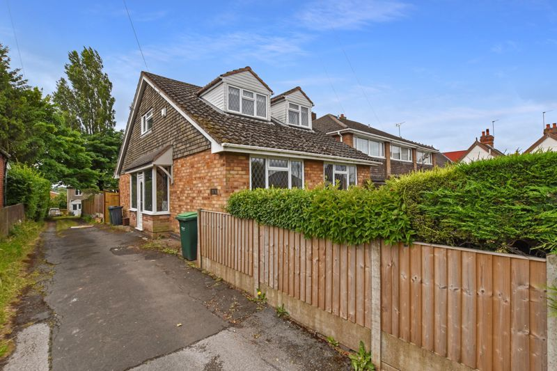 4 bed house for sale in Pound Road  - Property Image 2