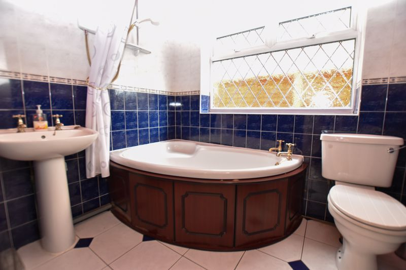 4 bed house for sale in Pound Road  - Property Image 8