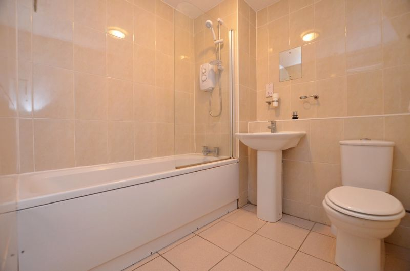 2 bed flat to rent in 291 Hagley Road 7