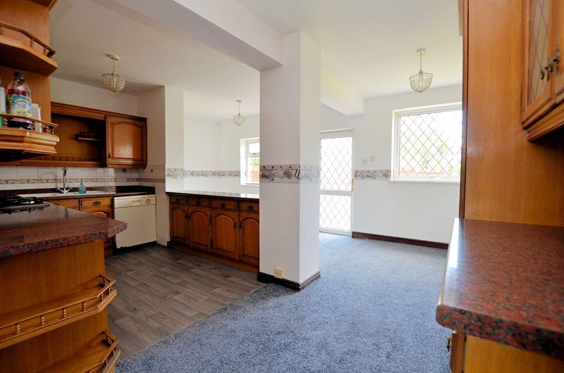 4 bed house for sale in Newlands Drive 3
