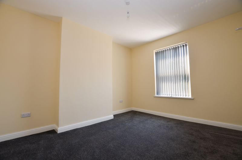 1 bed flat to rent in Three Shires Oak Road 5