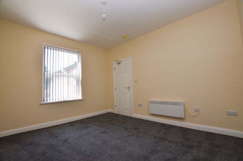 1 bed flat to rent in Three Shires Oak Road 6