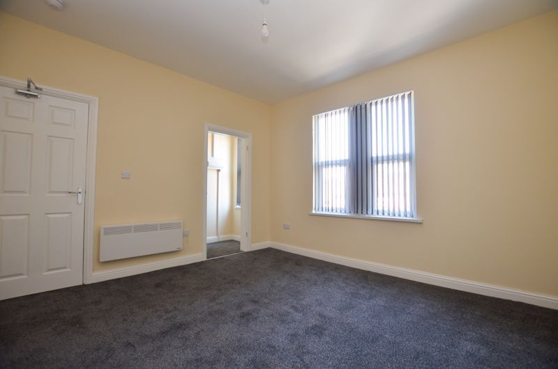1 bed flat to rent in Three Shires Oak Road 8