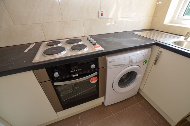 1 bed flat to rent in Three Shires Oak Road 10