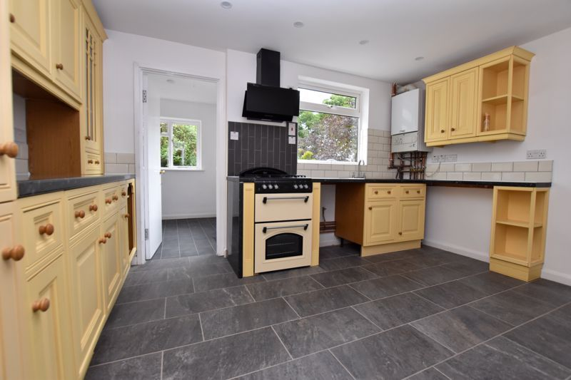 3 bed house to rent in Whitley Court Road 4