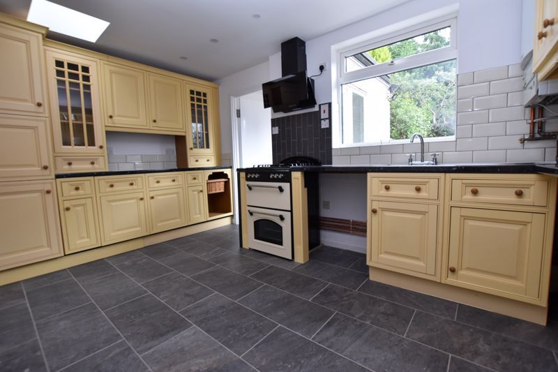 3 bed house to rent in Whitley Court Road 5