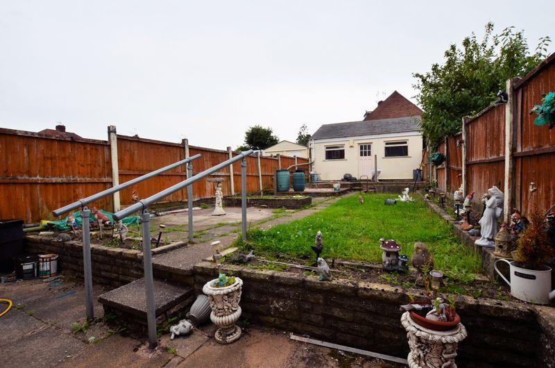 3 bed house for sale in Worlds End Lane 8