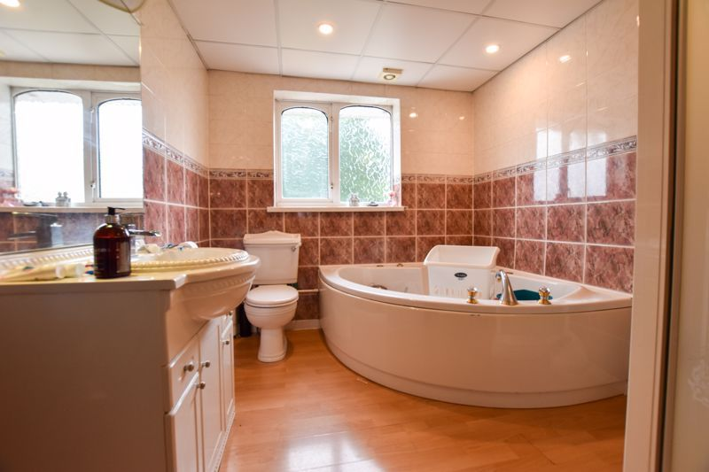 4 bed house to rent in Richmond Hill  - Property Image 12