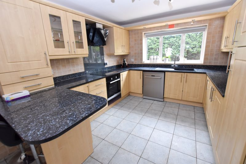 4 bed house to rent in Richmond Hill 4