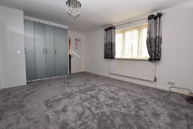 4 bed house to rent in Richmond Hill  - Property Image 7