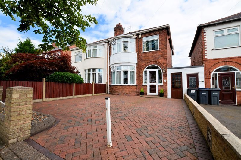 3 bed house for sale in White Road 1