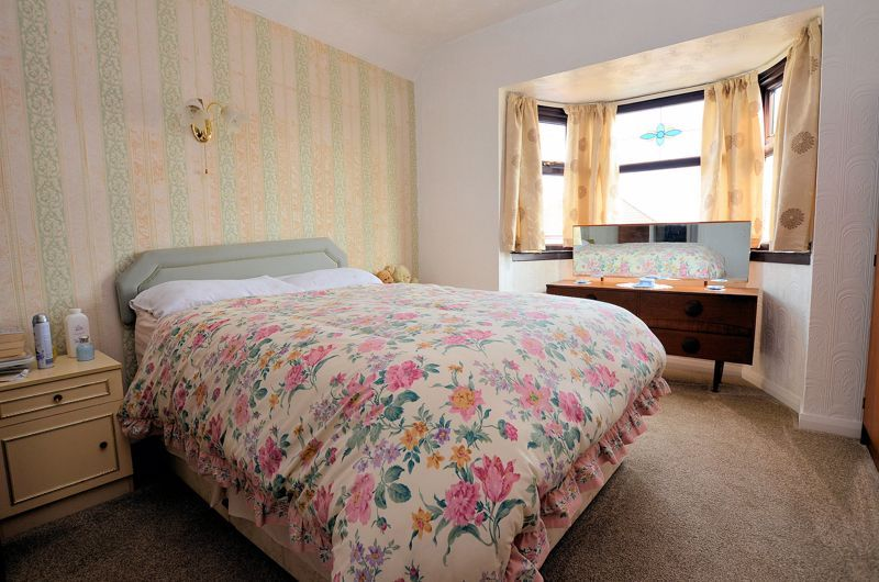 3 bed house for sale in Perry Hill Road 5