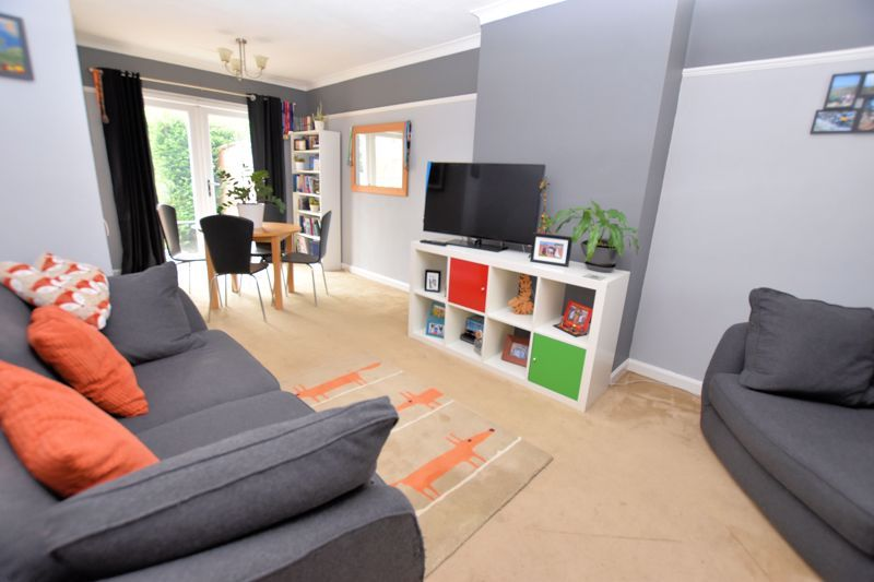 2 bed house for sale in Cornwall Avenue  - Property Image 2