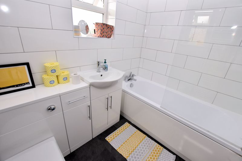 2 bed house for sale in Cornwall Avenue  - Property Image 11