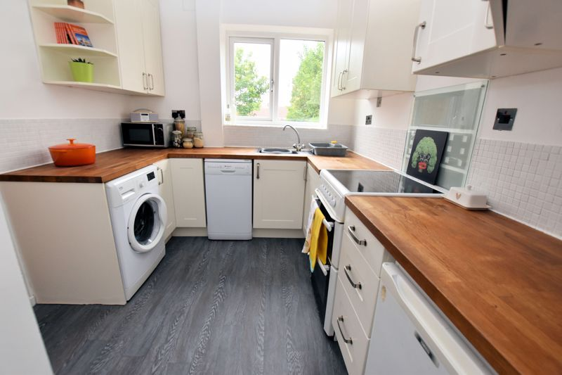 2 bed house for sale in Cornwall Avenue  - Property Image 3