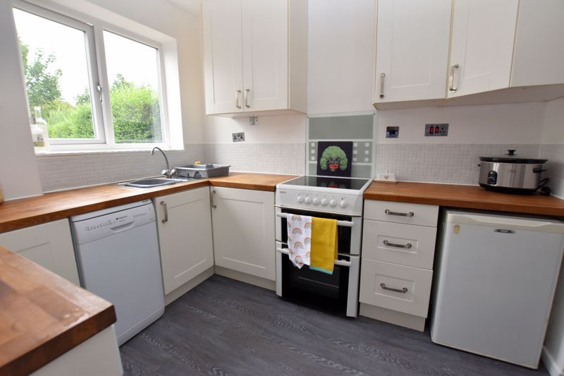 2 bed house for sale in Cornwall Avenue 7