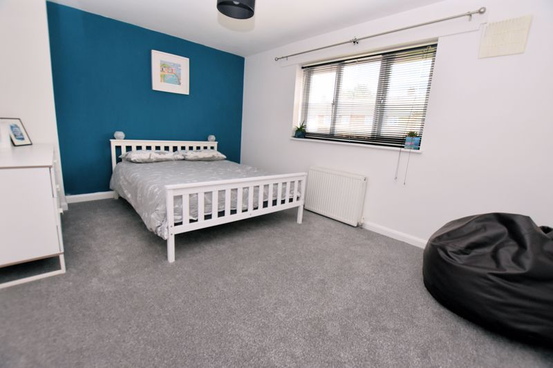 2 bed house for sale in Cornwall Avenue 8