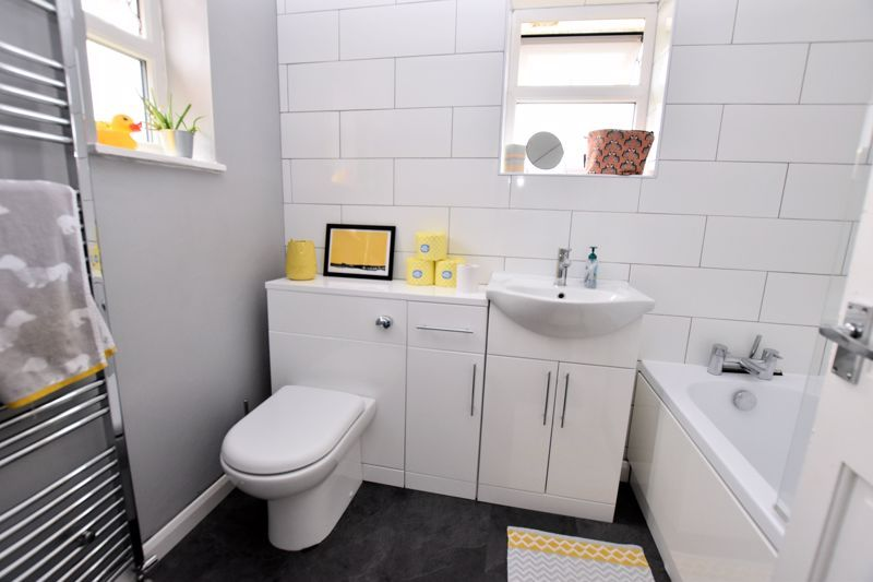 2 bed house for sale in Cornwall Avenue  - Property Image 10