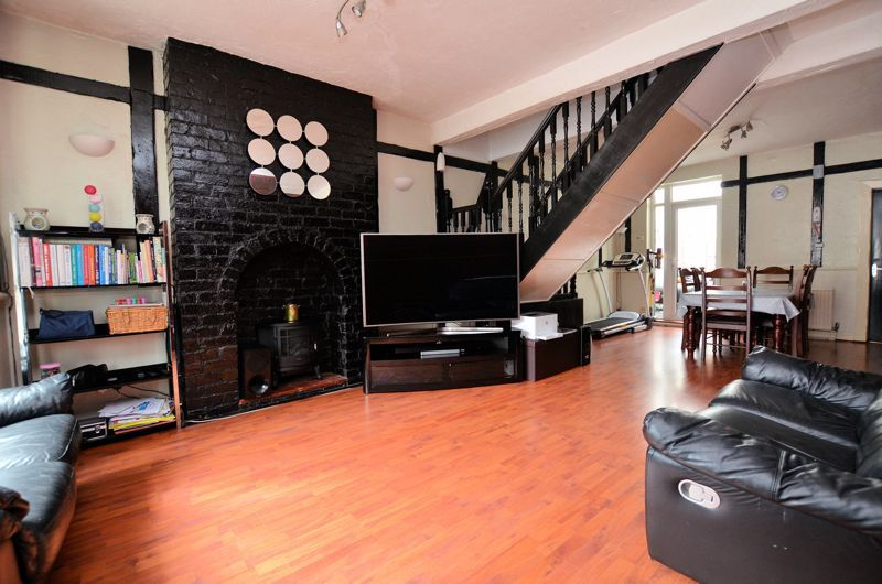 3 bed house for sale in Salisbury Road  - Property Image 2