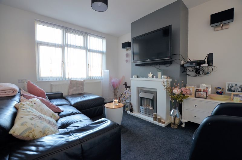 3 bed house for sale in Queens Road  - Property Image 2