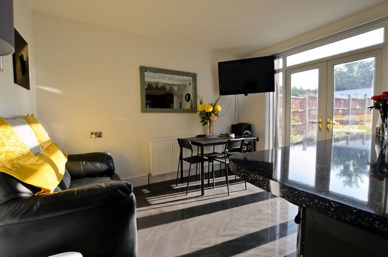 3 bed house for sale in Queens Road 3