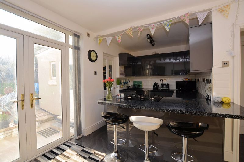 3 bed house for sale in Queens Road  - Property Image 4